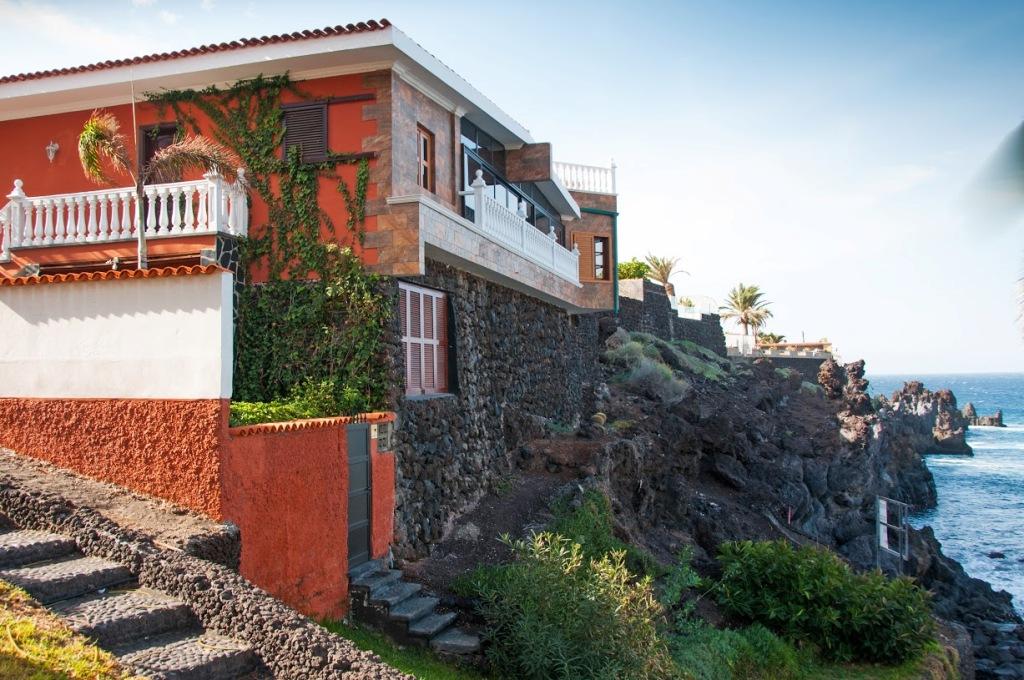 villa-no-arpuses-apaksejas-gulamistabas-logs-ar-zaluzijas-ciet